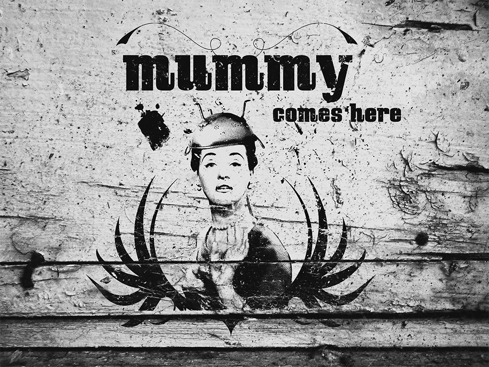 Mummy comes here logo